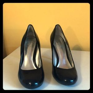 Black patent round toe pumps by Jessica Simpson